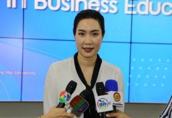 คณะบริหารธุรกิจ มหาวิทยาลัยเชียงใหม่ได้นำเทคโนโลยี VR มาใช้กับการเรียนการสอนในระดับปริญญาตรีเป็นคณะแรกของประเทศไทย